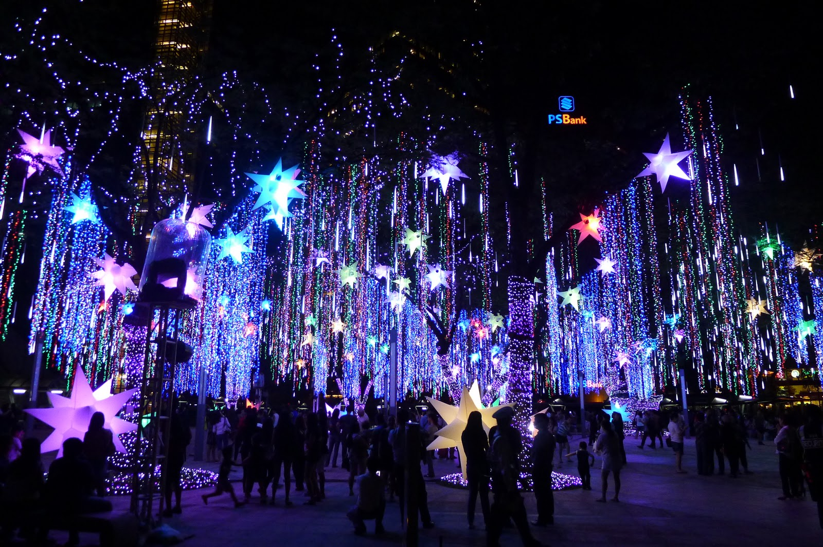 Ayala Triangle Garden Enchanting Lights and Sounds Show ...
